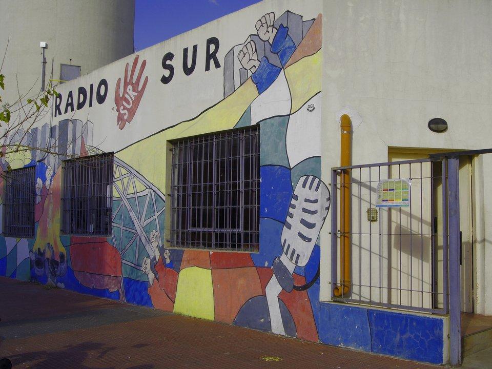 Entrada, sobre la calle José C. Paz