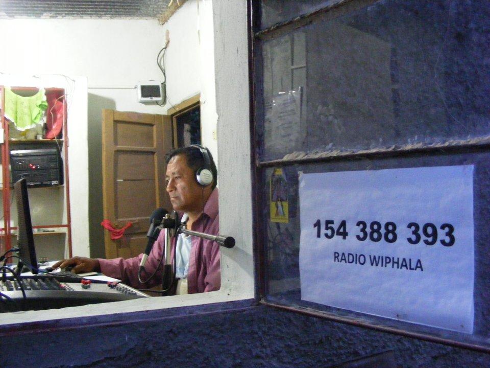 Amaneciendo en la radio