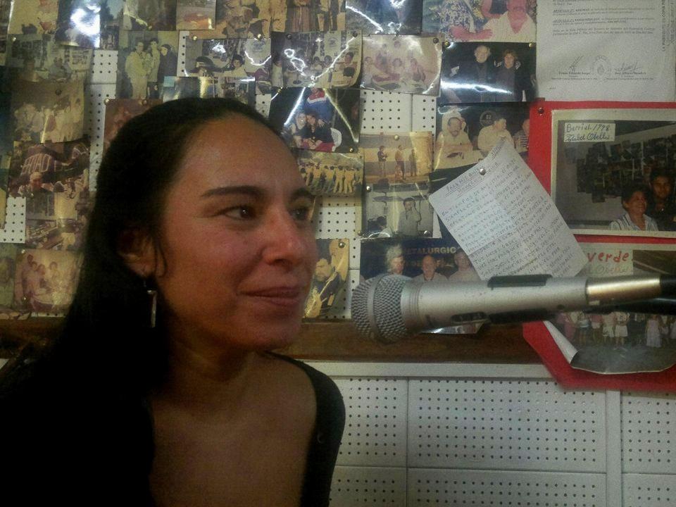 Corina en los micrófonos