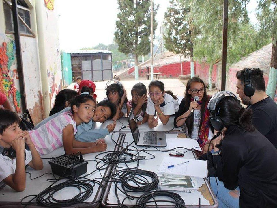 Radio Comunitaria El Aguaribay, FM 107.3