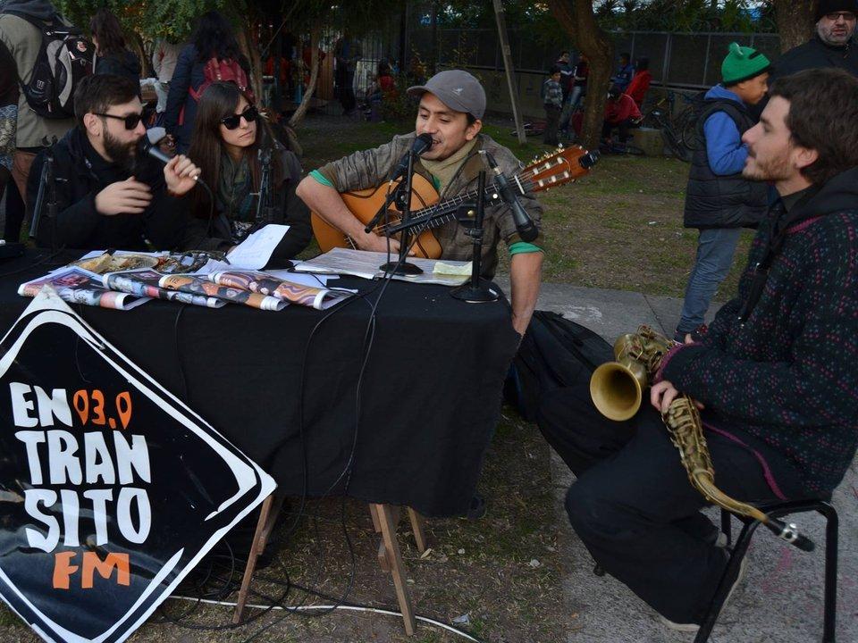 Radio abierta en Plaza Cumelén de Castelar