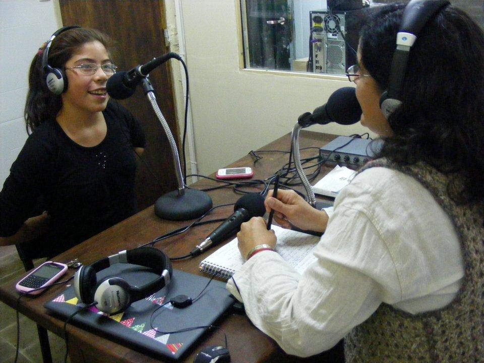 Silvia empieza a hacer radio
